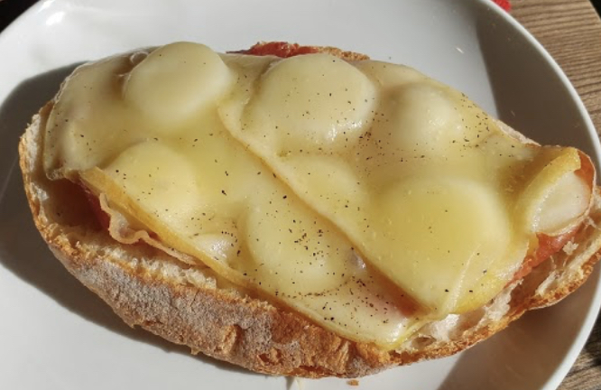 TARTINE RACLETTE (prosciutto, pomme de terre, fromage) 6,80$+Tx